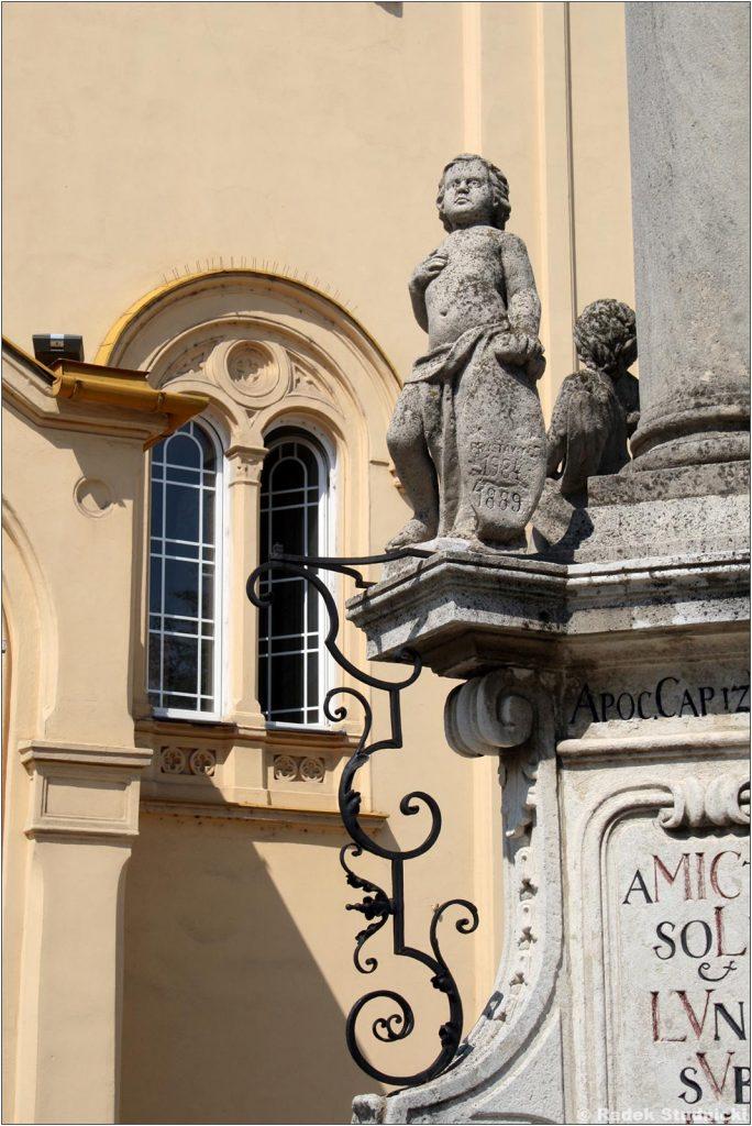 Kościoły i pomniki