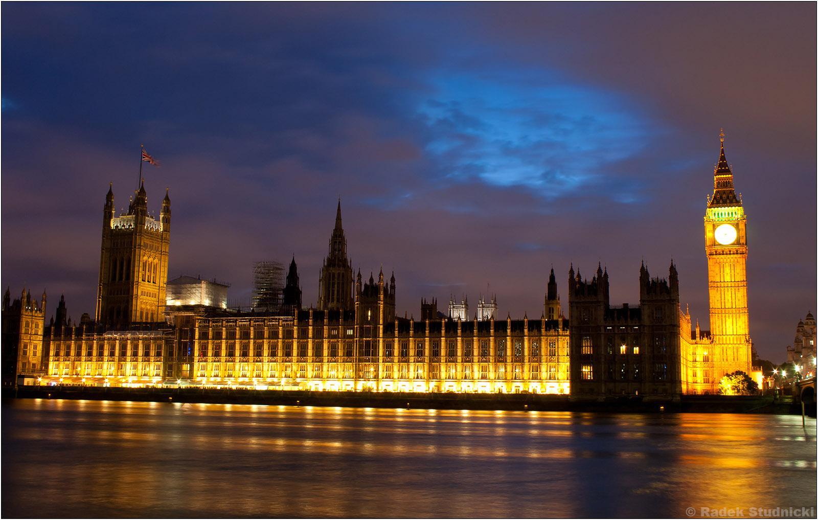 Brytyjski Parlament nocą