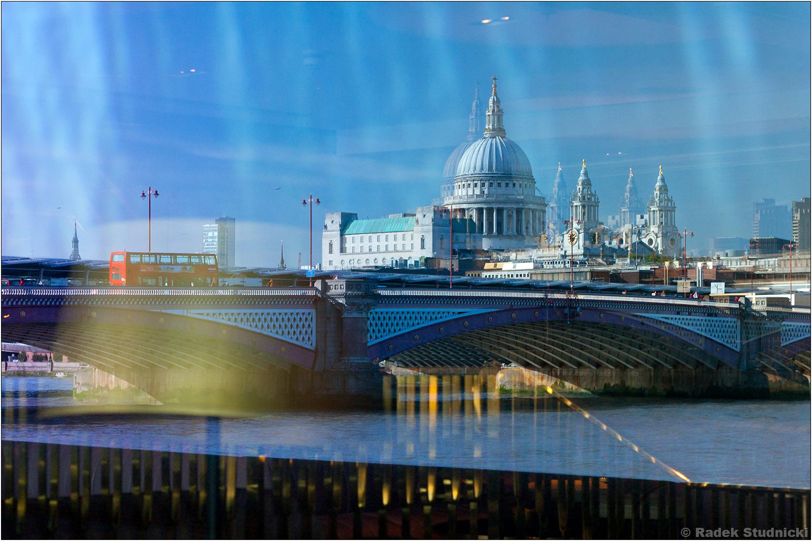 Odbicie Katedry św.Pawła w Londynie