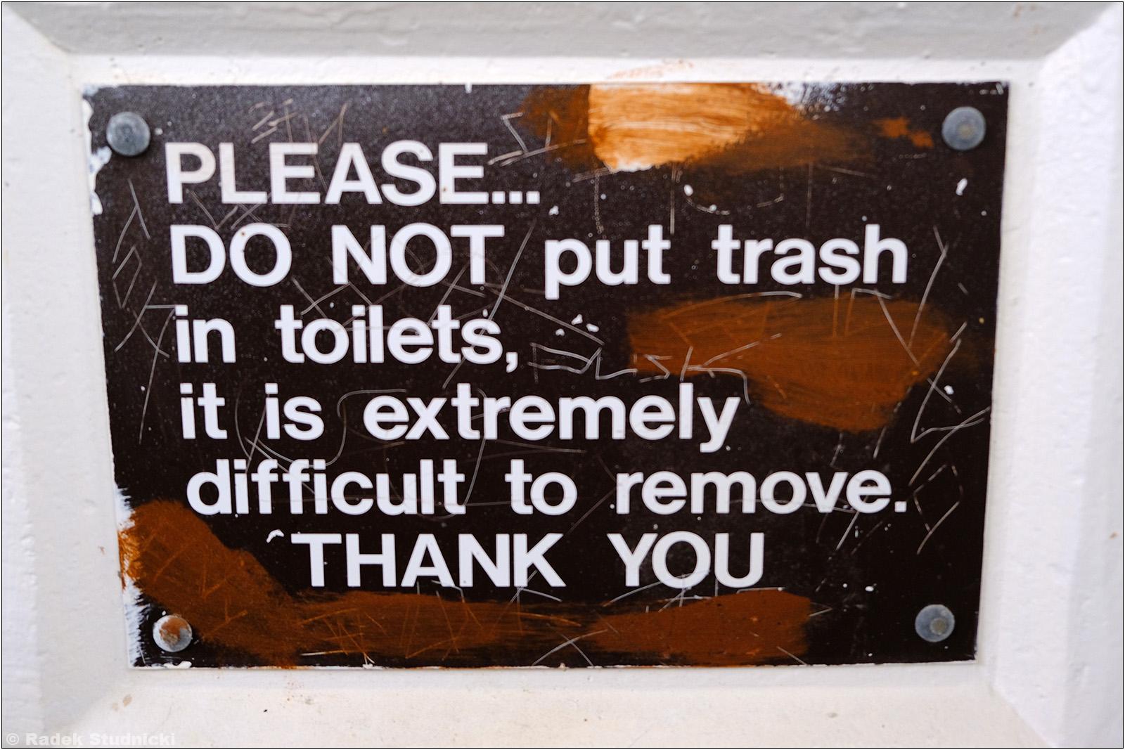 Nie wrzucaj śmieci do toalety