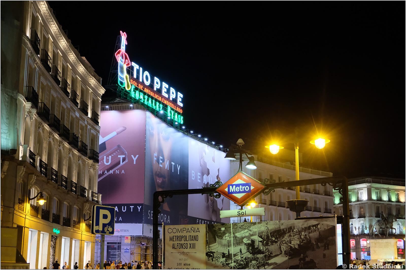 Puerta del Sol nocą