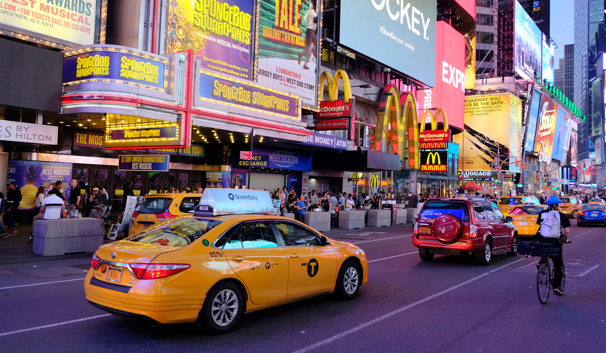 Żółte taksówki na Times Square