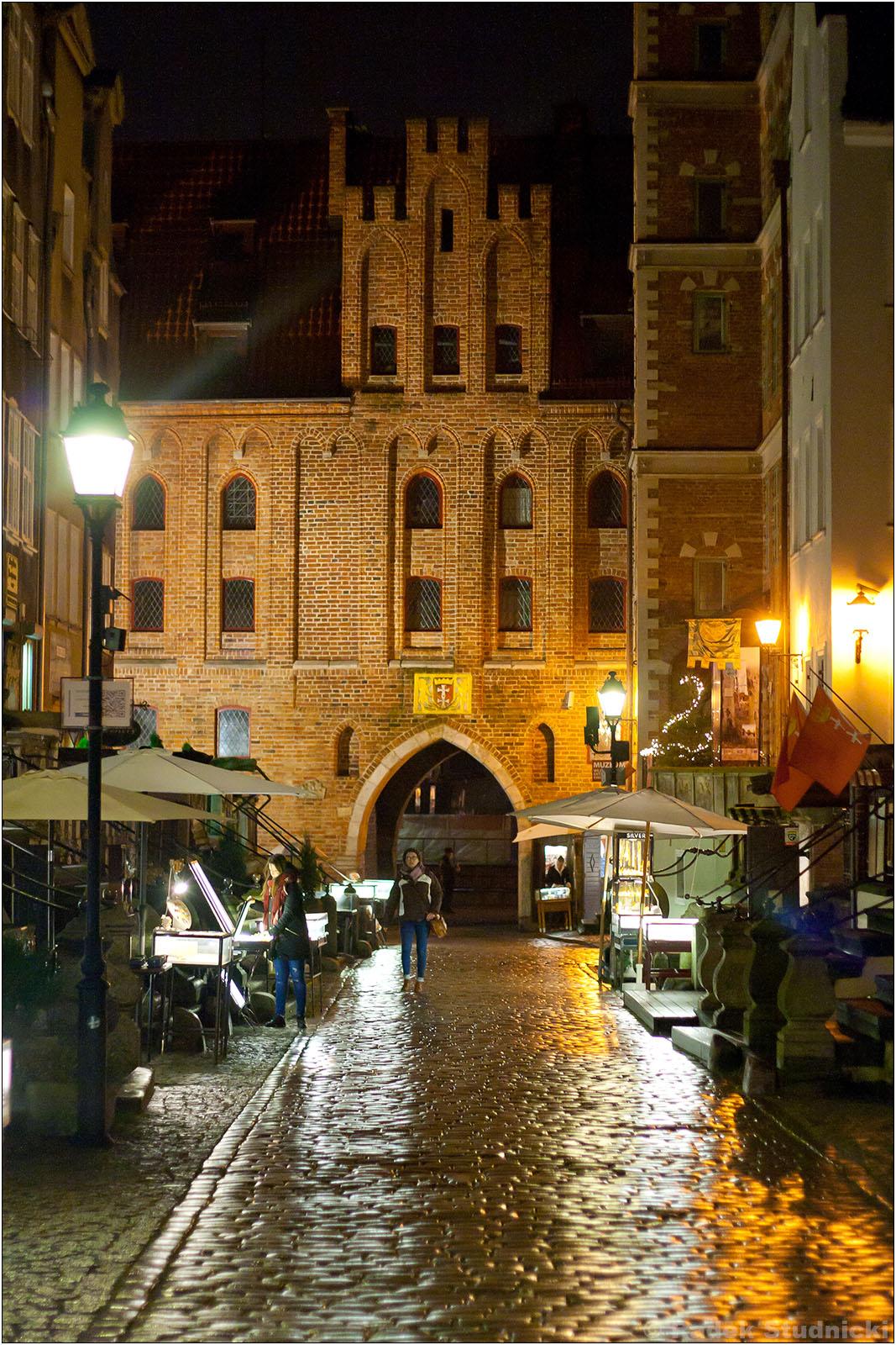 Ulica Mariacka w Gdańsku nocą