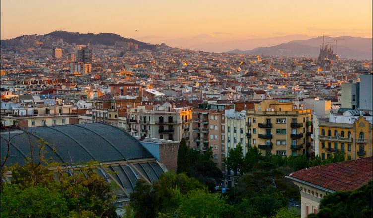 Wschód słońca nad Barceloną