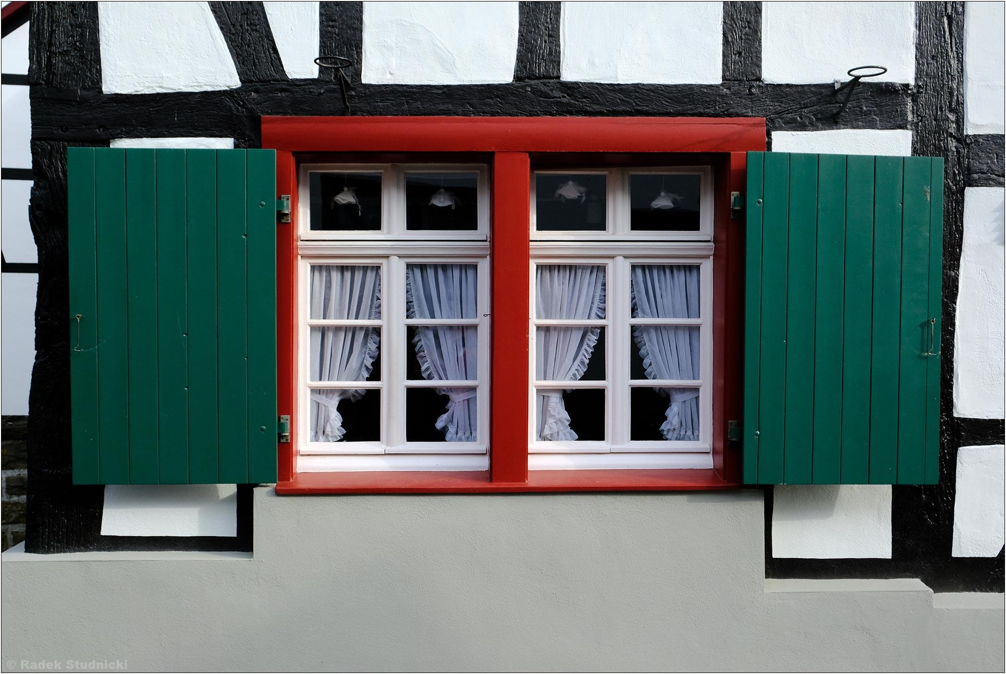 Okno w miasteczku Bad Honnef