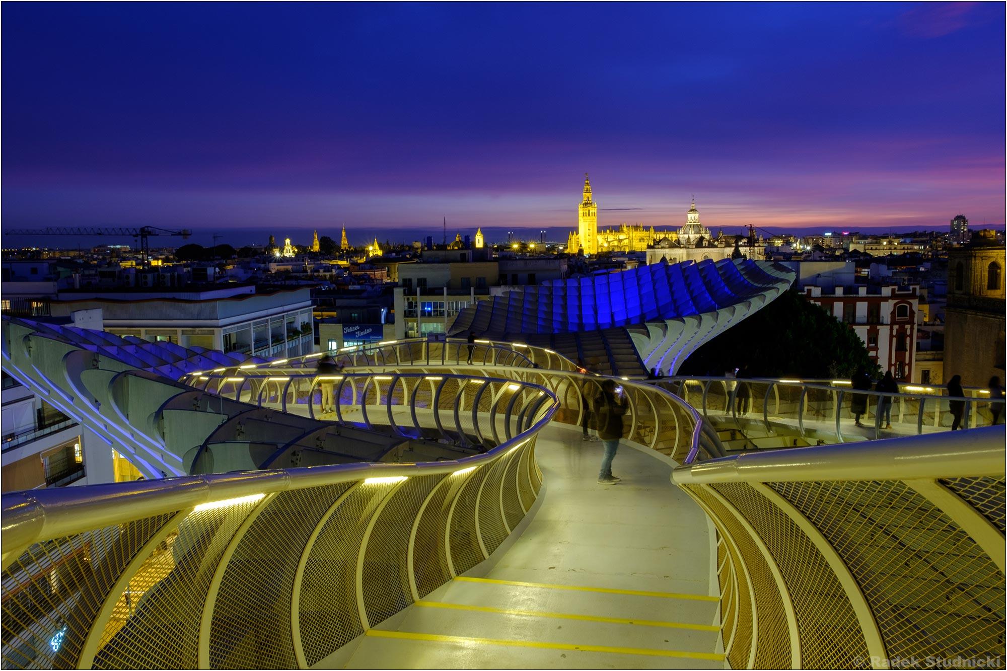 Katedra w Sewilli z tarasu widokowego na Metropol Parasol