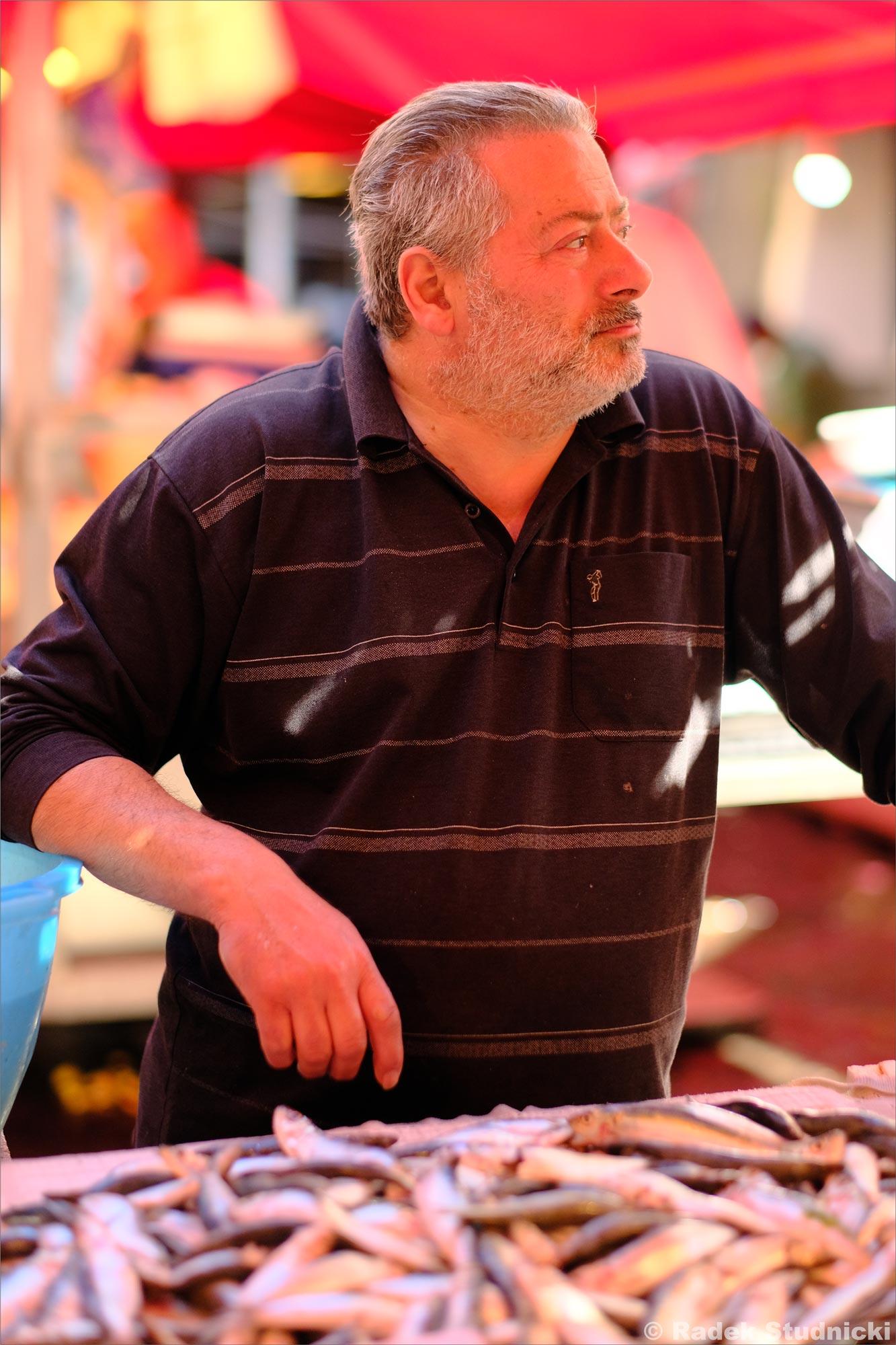 Sprzedawca ryb w Katanii
