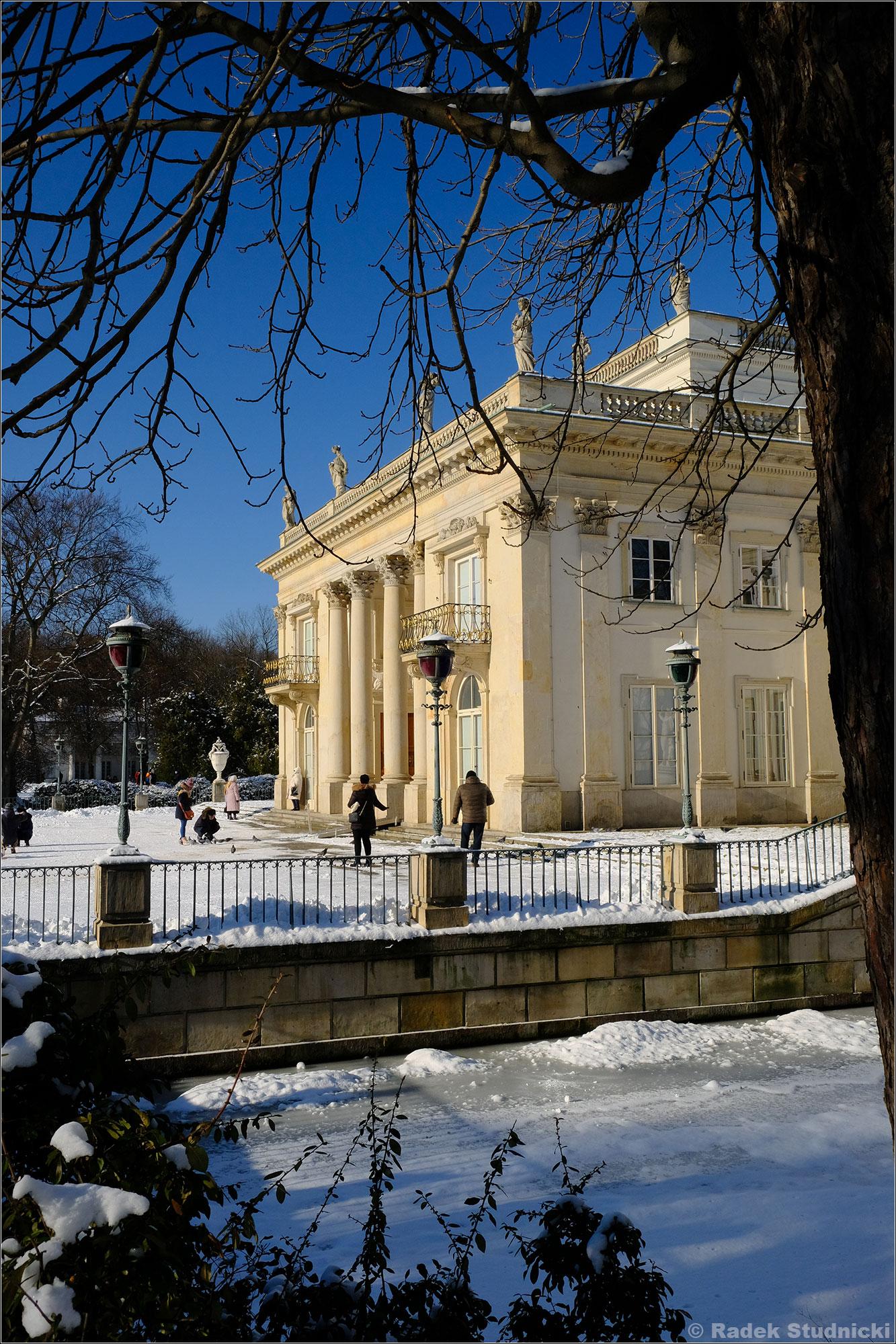 Pałac na wodzie zimą